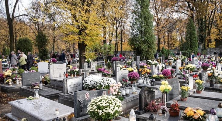 Listopadowe modlitwy za zmarłych